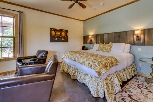 Wine Country Cottages on Main: Wine Key - Fredericksburg, TX Vacation Rental