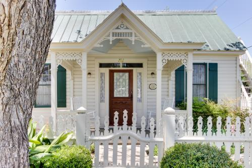 Little Acorn - Fredericksburg, TX Vacation Rental