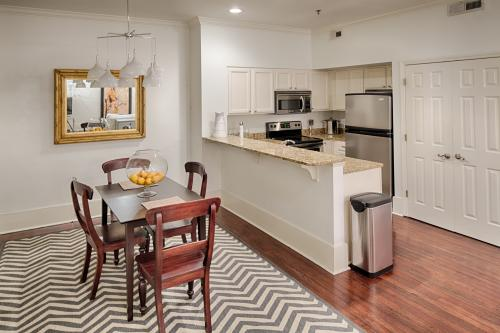 Savannah Sophisticate - Savannah, GA Vacation Rental