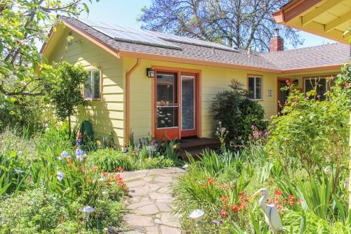 Hummingbird Garden Retreat - Santa Rosa, CA Vacation Rental
