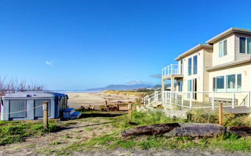 Rockaway Beach Villa - sleeps 25! - Rockaway Beach Vacation Rental