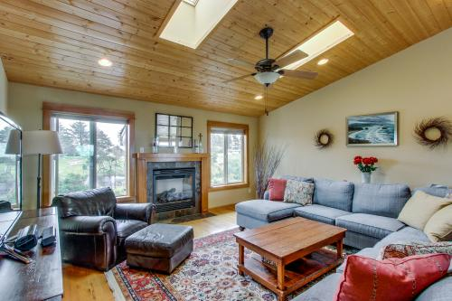 Surf Pines | Rilea's Rest  - Warrenton, OR Vacation Rental