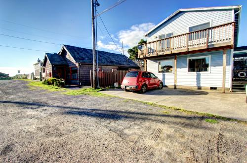 Mariner 1 - Rockaway Beach, OR Vacation Rental