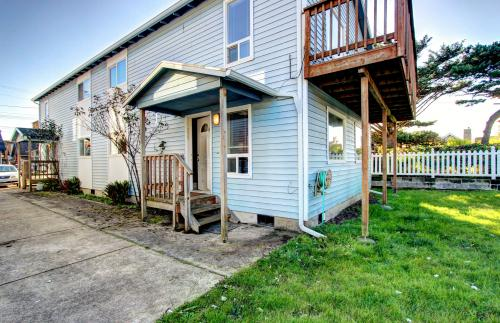 Mariner 2 - Rockaway Beach, OR Vacation Rental