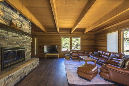 10 Hoodoo -  Vacation Rental - Photo 1