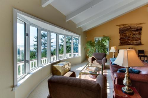 Hidden Luxury Beachfront Estate - Yachats, OR Vacation Rental