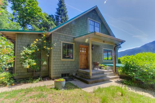 Conductor's Cottage - White Salmon, WA Vacation Rental