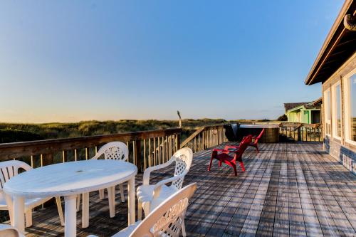 Daly's Oceanfront House -  Vacation Rental - Photo 1