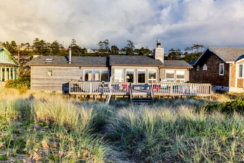 Daly's Oceanfront House with Hot Tub - Waldport Vacation Rental