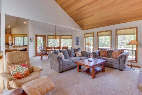 Hickory Lane 16 | Discover Sunriver - Sunriver, OR Vacation Rental