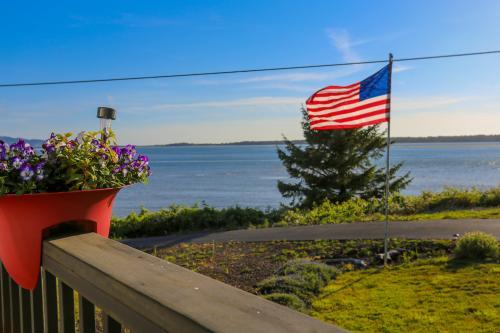 Bayfront Breeze  -  Vacation Rental - Photo 1