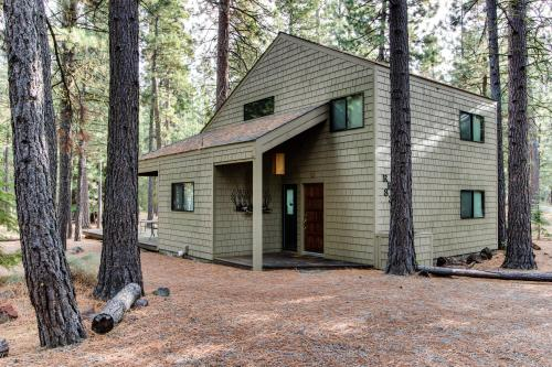 Black Butte Ranch: Partridge Foot Cabin lot #RR83 -  Vacation Rental - Photo 1