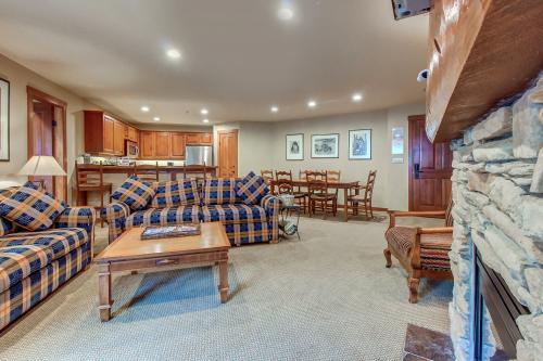 Powderhorn Lodge 419: Spearmint Suite -  Vacation Rental - Photo 1