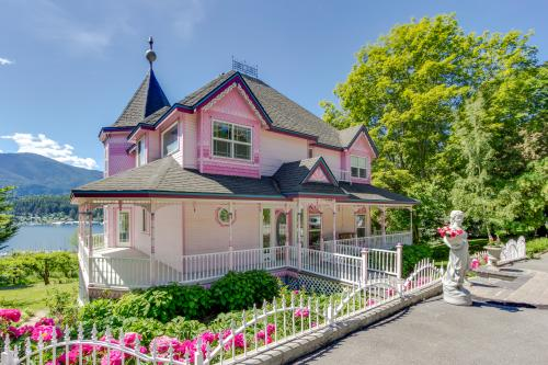 The Pink House  -  Vacation Rental - Photo 1