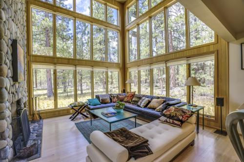 Black Butte Ranch: South Meadow Contemporary - Black Butte Ranch, OR Vacation Rental