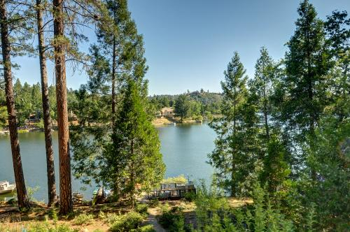 Lakefront Cabin (01/440) - Groveland, CA Vacation Rental