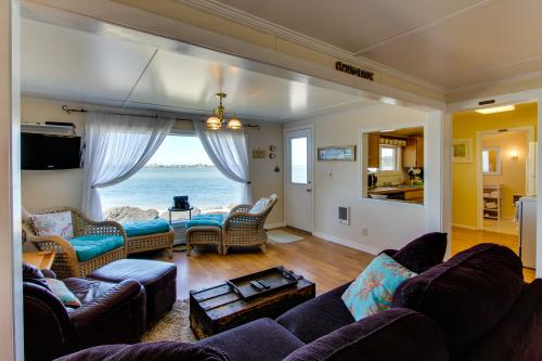 Alsea Bay Cottage - Waldport, OR Vacation Rental