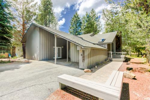 Mt View Lane 4 | Discover Sunriver -  Vacation Rental - Photo 1