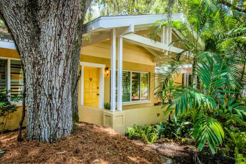 Yellow Door Cottage - Sarasota, FL Vacation Rental