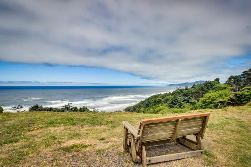Agate Beach Outlook -  Vacation Rental - Photo 1