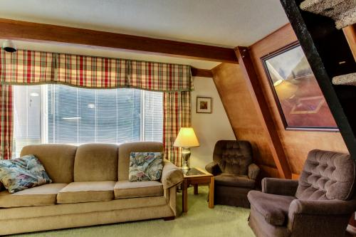 Alpine Chalet #8 Full Loft - Otter Rock Vacation Rental