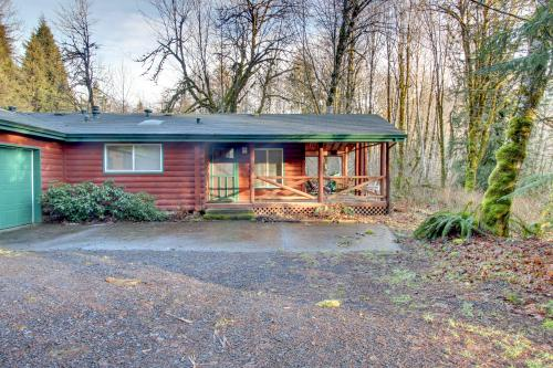 The Red Relaxer Mt Hood Retreat - Rhododendron Vacation Rental