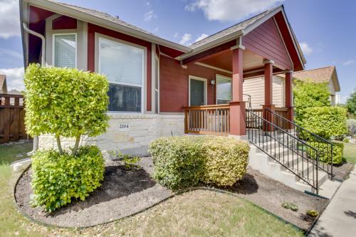 Top 29 austin vacation rentals from 60 vacasa for Austin cabin rentals