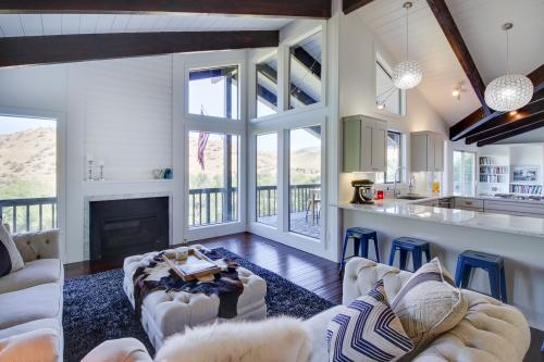Chic Highlands Hideaway -  Vacation Rental - Photo 1