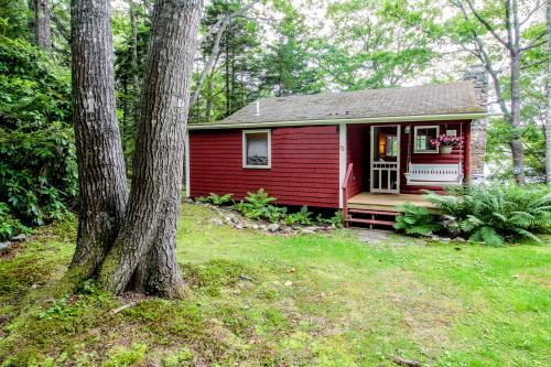 Cabin on the Shore - East Boothbay, ME Vacation Rental
