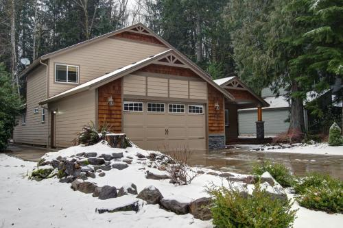 Mount Hood Getaway -  Vacation Rental - Photo 1