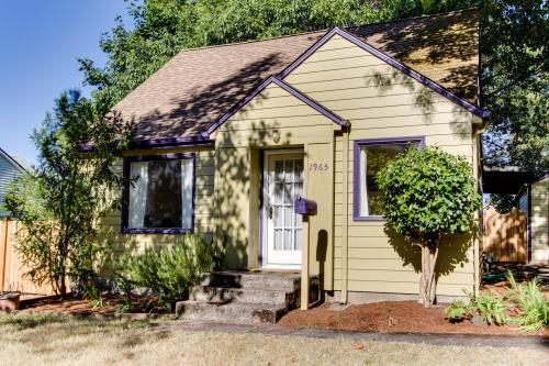 Monroe Cottage - Eugene, OR Vacation Rental