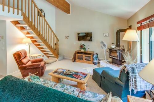Aspen Village Wooded Retreat  -  Vacation Rental - Photo 1