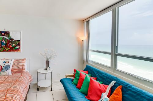 Castle Beach: Hibiscus Condo - Miami Beach, FL Vacation Rental