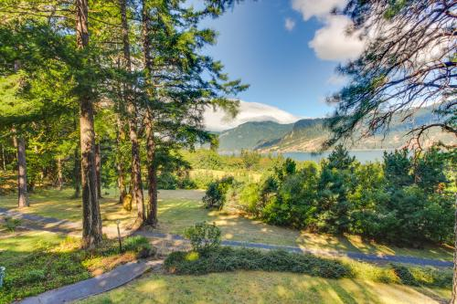 Mitchell Point Retreat - Hood River, OR Vacation Rental