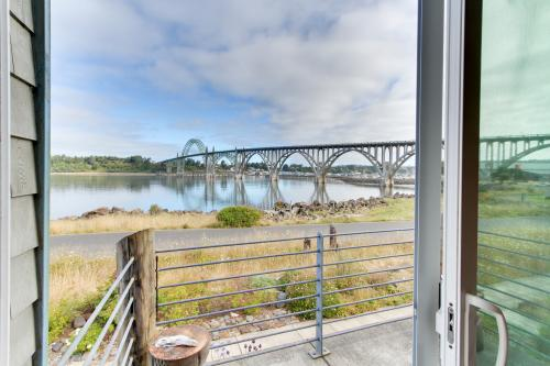 Yaquina Bay Beauty -  Vacation Rental - Photo 1