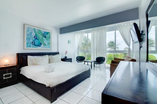 Castle Beach: Treasure Condo - Miami Beach, FL Vacation Rental