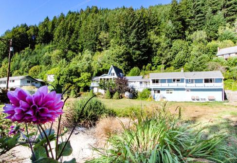 Umpqua Riverfront - Reedsport, OR Vacation Rental
