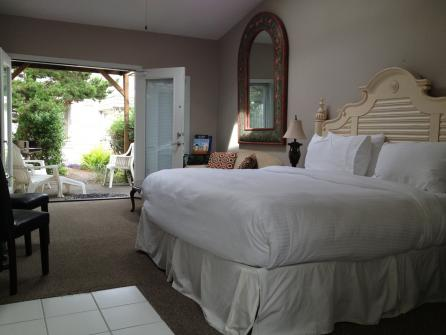 Ocean Spray - Sandals Spa Suite - Cannon Beach Vacation Rental