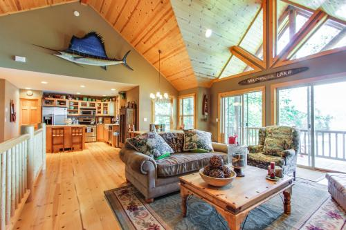 Relaxing Lakefront Lodge -  Vacation Rental - Photo 1