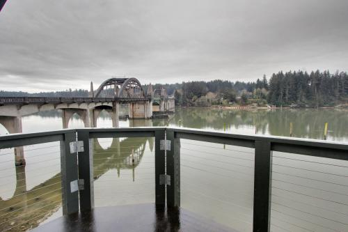 River Vista - Florence, OR Vacation Rental
