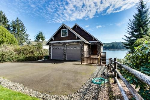 Vista Point Lakehouse on Siltcoos Lake - Florence, OR Vacation Rental