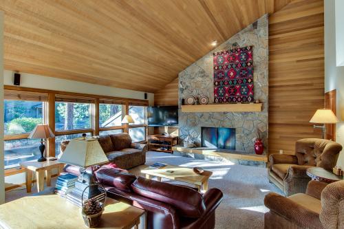 Black Butte Ranch: Glaze Meadow Getaway -  Vacation Rental - Photo 1