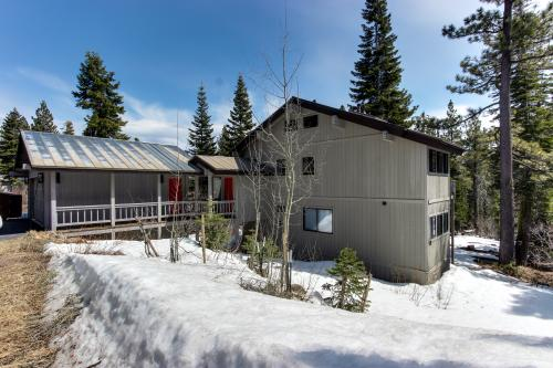 Sherwood Adventure Retreat - Ski in/Ski out - Tahoe City Vacation Rental