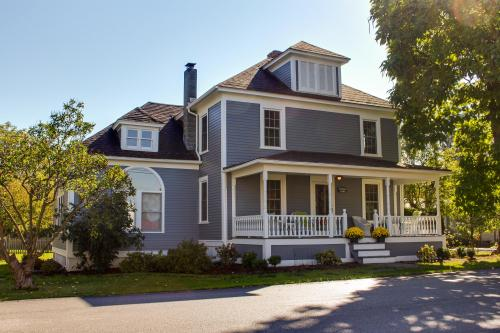 Farmhouse Haven - South Hero, VT Vacation Rental