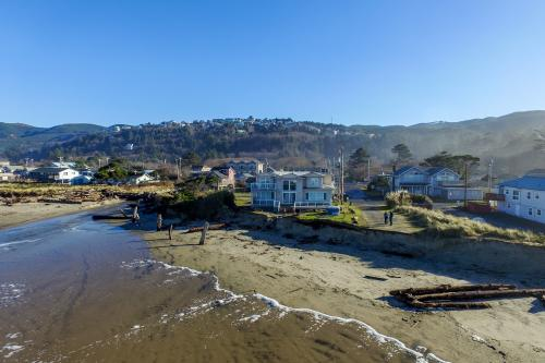 Rockaway Beach Villa  -  Vacation Rental - Photo 1