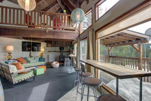 Flying Stag: Upper Chalet - Government Camp, OR Vacation Rental