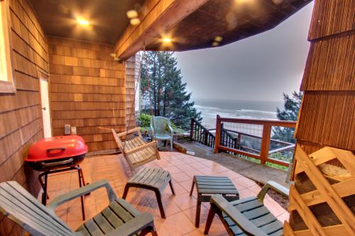 Berni's Ocean View Castle - Home Sweet Homestead - Oceanside, OR Vacation Rental