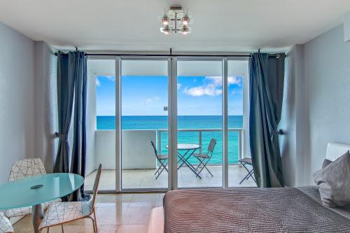 Castle Beach: Begonia Condo - Miami Beach, FL Vacation Rental