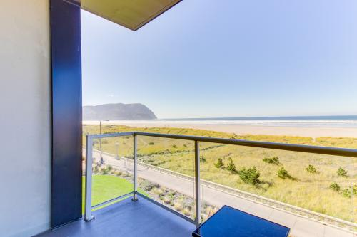 Sand & Sea: Wave Watcher (302) - Seaside, OR Vacation Rental