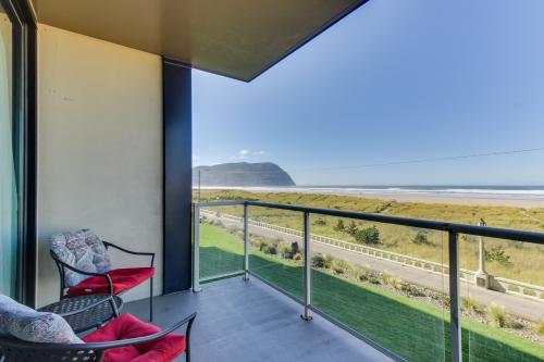 Sand & Sea: The Breakers (200) - Seaside, OR Vacation Rental